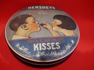 vintage_hershey_s_chocolate_kisses_tin_souvenir_boy_girl_collector__94f0e471