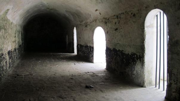 Ghana_Elmina_Castle_Slave_Holding_Cell_(2)