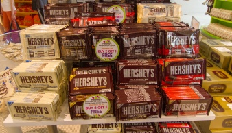 hershey27s_chocolates_in_store