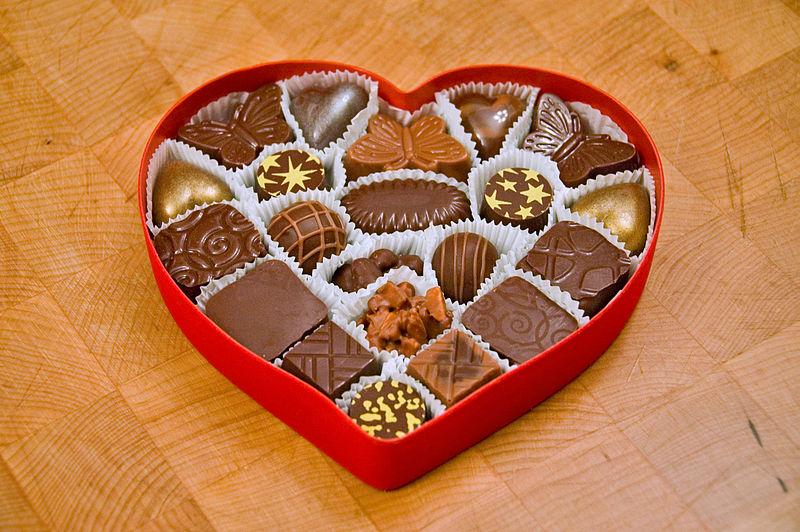 800px-valentines_chocolates1